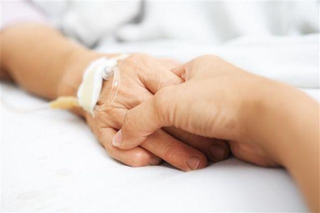 Mano de un paciente de alzhéimer